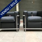 Ref : MC771 - Paire de fauteuils LC2 en cuir graine noir